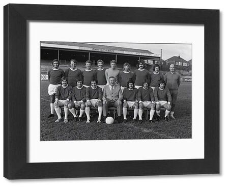 Football - 1972 / 1973 season - Wigan Athletic Team Group Photocall Back (left to right): Joe Fletcher, Billy Sutherland, Ken Morris, Albert Jackson, Dennis Reeves, Tommy Aspinall, John King, Paul Gregory, Ken Banks (trainer). Front: Colin Chadwick