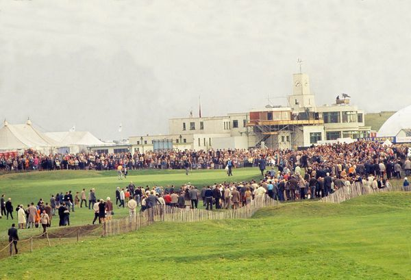 Golf - 1969 Ryder Cup - Great Britain & Ireland 16 USA 16 (USA retains trophy) The 18th green at Royal Birkdale with the clubhouse behind during the final day singles matches