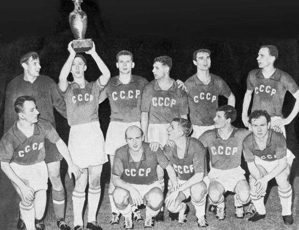 Football - 1960 UEFA European Nations Cup - Final: Soviet Union 2 Yugoslavia 1 (a.e.t.) The Soviet Union team celebrate winning the inaugural European Football Championship with the trophy in the Parc des Princes, Paris. Back Row (left to right): Lev Yaschin