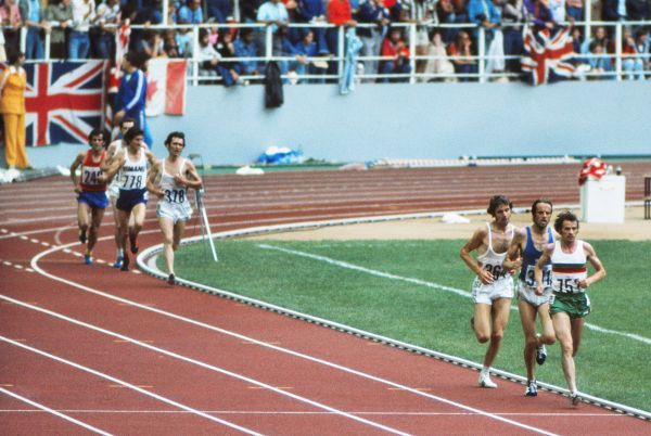 Athletics - 1976 Montreal Olympics - Men's 10,000m Final Portugal's Carlos Lopes (752) leads with Finland's Lasse Viren (301) and Great Britain's Brendan Foster (364) behind in the Olympic Stadium, Montreal, Canada