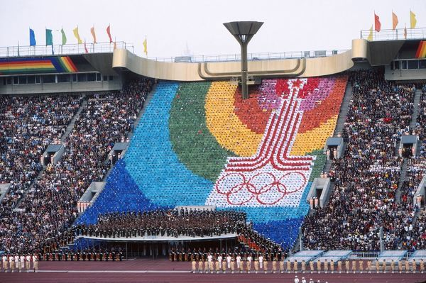 1980 Moscow Olympics - Opening Ceremony A human wall of cards show the Moscow Olympic Symbol, below the Olympic flame, during the ceremony
