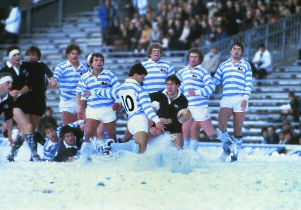 Rugby Union - 1981 Varsity Match - Cambridge University 9 Oxford University 6 Cambridge's Huw Davies (#10) clears the ball in the snow at Twickenham