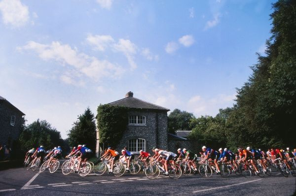 Cycling - 1982 UCI Road World Championships - Elite Men's Road Race The peloton makes a turn at Goodwood.  05/09/1982