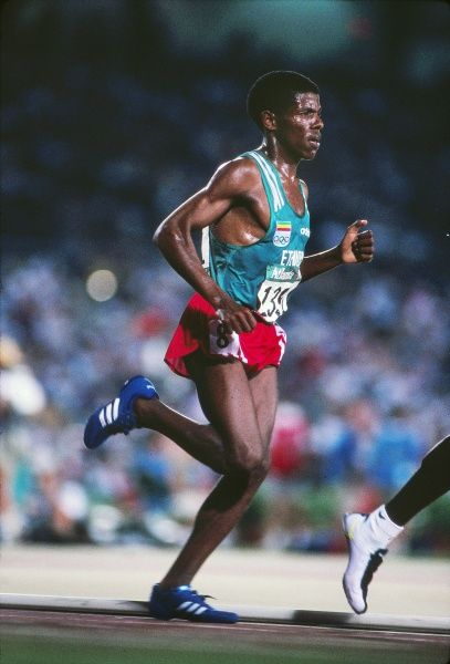 Athletics - 1996 Atlanta Olympics - Men's 10000m Final Ethiopia's Haile Gebrselassie on the way to winning the gold medal in a new Olympic record in the Centennial Olympic Stadium, Atlanta, Georgia, USA