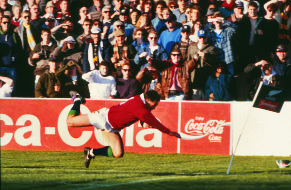 Rugby Union - 1993 British Lions Tour of New Zealand - Second Test: New Zealand 7 British Lions 20     Rory Underwood dives over to score the Lions' try, at Athletic Park, Wellington.     [seq: 2 of 2]     26/06/1993