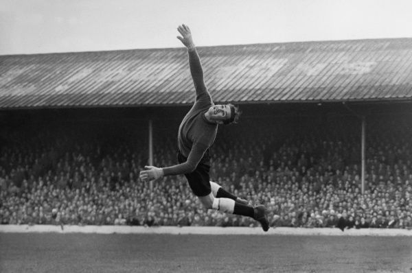 Football - 1952 / 1953 First Division - Blackpool 8 Charlton Athletic 4 Charlton goalkeeper Albert Uytenbogardt makes a save at Bloomfield Road