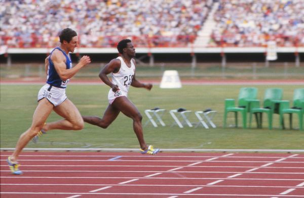 Athletics - 1982 Brisbane Commonwealth Games - Men's 200m Final Scotland's Allan Wells and England's Mike McFarlane approach the line to share first place in a dead heat in the QEII Stadium, Queensland, Australia