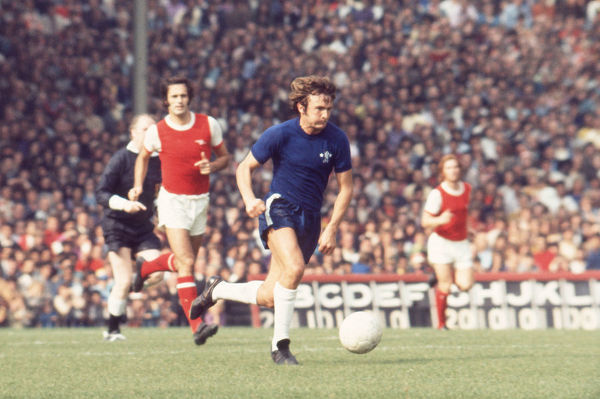 Football - 1972 / 1973 First Division - Arsenal 1 Chelsea 1    Chelsea's John Hollins on the ball, with George Graham behind, at Highbury.    02/09/1972