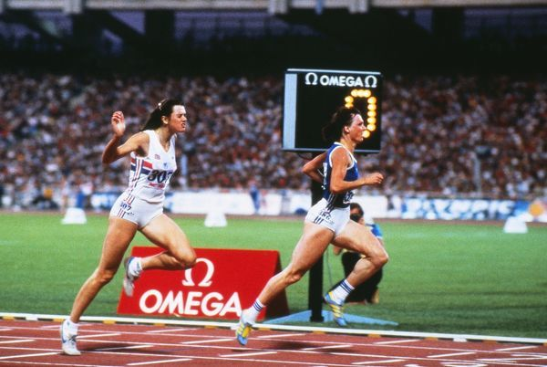 Barbel Wockel wins the 200m from Kathy Cook at the 1982 Athens European Championships