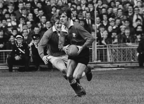 Rugby Union Barry John (Wales) evades Fergus Slattery (Ireland) Wales 23 Ireland 9 1971 Five Nations, Cardiff, 13/03/1971