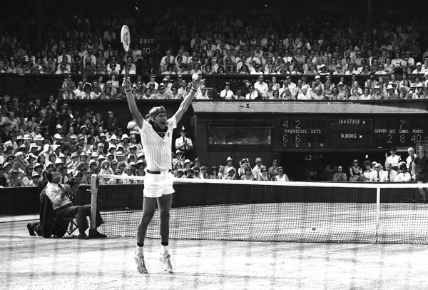 Tennis - Wimbledon Tennis Championships 1976 Mens Singles Final. Bjorn Borg (Sweden) celebrates winning the match. Credit : Colorsport / Andrew Cowie