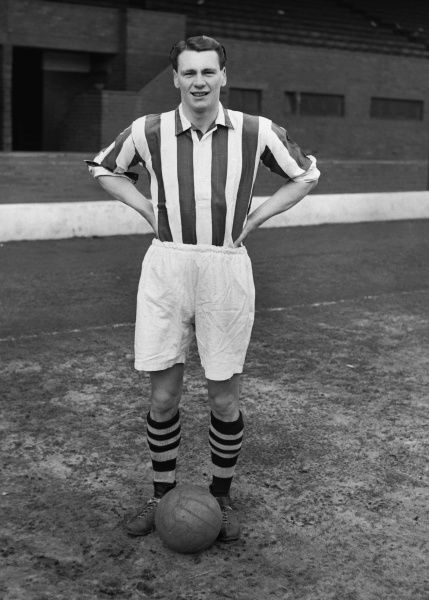 Bobby Robson (West Bromwich Albion)  1955/56 season  Credit : Colorsport
