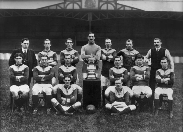 Football - 1910 / 1911 season - Bradford City Team Group 1911 FA Cup Winners