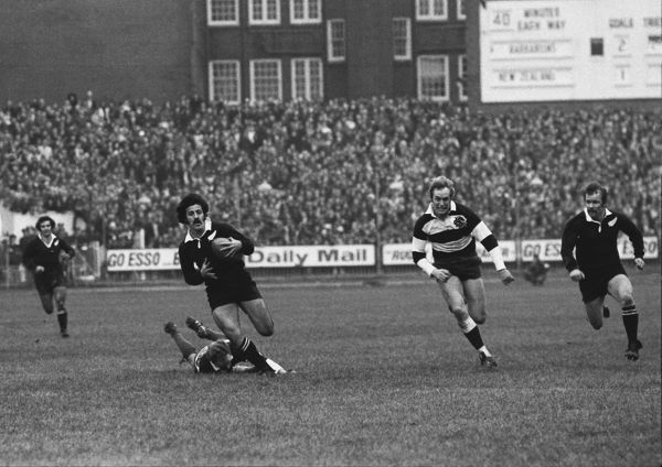 Rugby Union - 1972 / 1973 New Zealand Tour of Great Britain & France - Barbarians 23 New Zealand 11 Bryan Williams breaks past a grounded Mike Gibson and past the pursuing David Duckham to set up Grant Batty (far right) for the first All Black