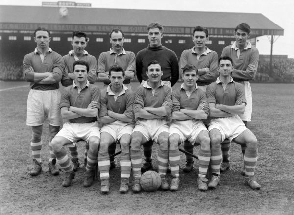 Football - 1952 / 1953 First Division - Bolton Wanderers 1 Charlton Athletic 2 The Charlton Athletic team group before the game at Burnden Park on 1/1/53. Back (left to right): Charlie, Vaughan, Cyril Hammond, James 'Jock' Campbell, Sam Bartram
