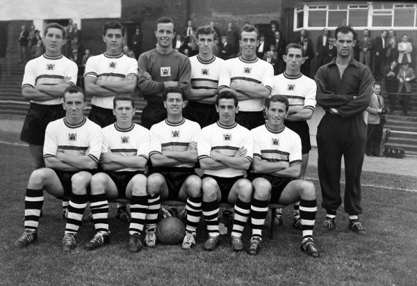 Football - 1959 / 1960 Fourth Division - Oldham Athletic 1 Crystal Palace 0 The Crystal Palace team group before the game at Boundary Park on 24/8/59. Back (left to right): J. Roche, T Long, V. Rouse, L. Choules, M. Deakin, R. Colfar.   Front: J