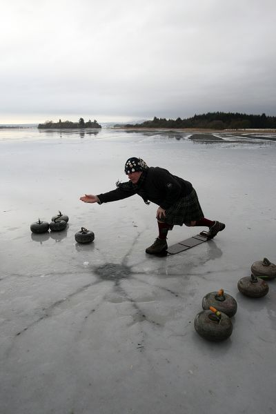 Curling The Lake of Menteith - cracks appearing
