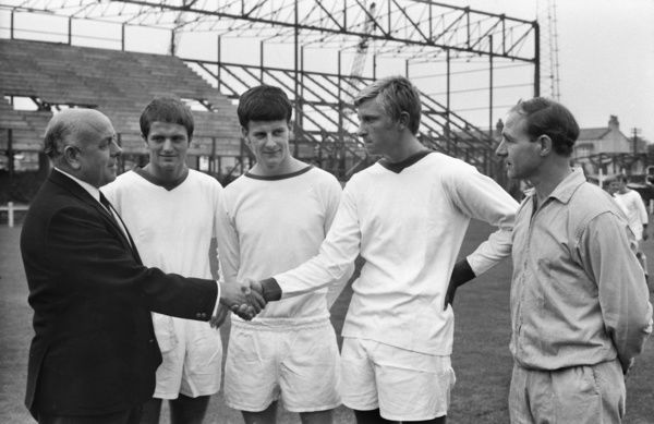 Football - 1969 / 1970 season    Tranmere Rovers manager Dave Russell meets his players