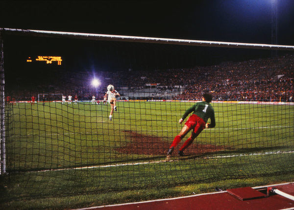 Football - 1984 European Cup Final - Liverpool 1* Roma 1 (*won 4-2 on pen a.e.t.)     The penalty shoot-out, at the Stadio Olimpico, Rome.     Eighth kick. Goalkeeper Bruce Grobbelaar. Roma's Francesco Graziani misses; score 3-2.     30/05/1984