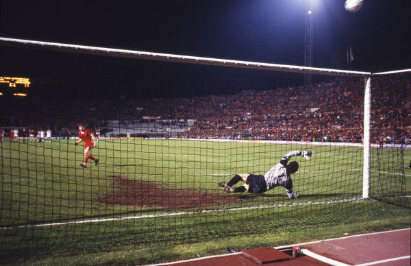 Football - 1984 European Cup Final - Liverpool 1* Roma 1 (*won 4-2 on pen a.e.t.)     The penalty shoot-out, at the Stadio Olimpico, Rome.     First kick. Goalkeeper Franco Tancredi. Liverpool's Steve Nicol misses; score 0-0.     30/05/1984