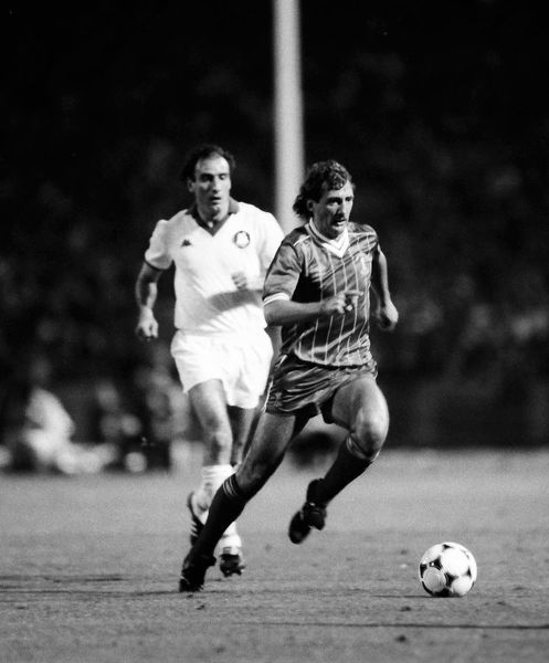 Football - 1984 European Cup Final - Liverpool 1* Roma 1 (*won 4-2 on pen a.e.t.)   Liverpool's Alan Kennedy ahead of Francesco Graziani (who missed the crucial penalty in the shoot-out), at the Stadio Olimpico, Rome.   30/05/1984