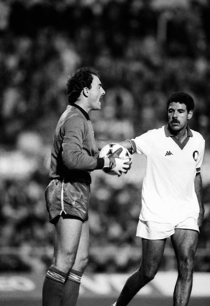 Football - 1984 European Cup Final - Liverpool 1* Roma 1 (*won 4-2 on pen a.e.t.)   Liverpool goalkeeper Bruce Grobbelaar, at the Stadio Olimpico, Rome, with Roma's Toninho Cerezo close by   30/05/1984