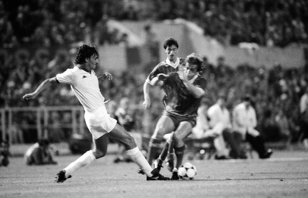 Football - 1984 European Cup Final - Liverpool 1* Roma 1 (*won 4-2 on pen a.e.t.)   Kenny Dalglish is tackled by Bruno Conti, at the Stadio Olimpico, Rome.   30/05/1984