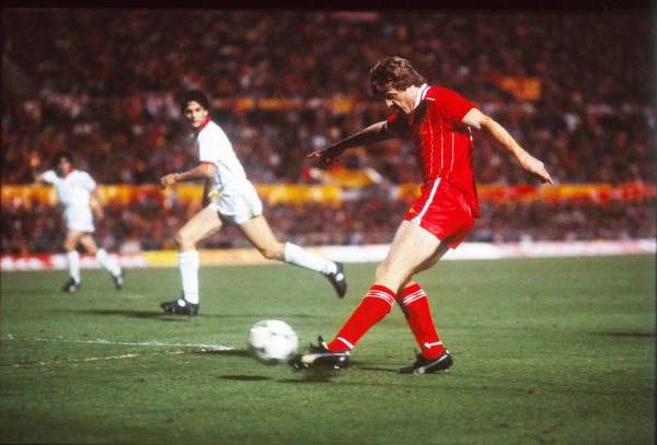 Football - 1984 European Cup Final - Liverpool 1* Roma 1 (*won 4-2 on pen a.e.t.)     Steve Nicol crosses, with Roma's Ubaldo Righetti covering, at the Stadio Olimpico, Rome.     30/05/1984