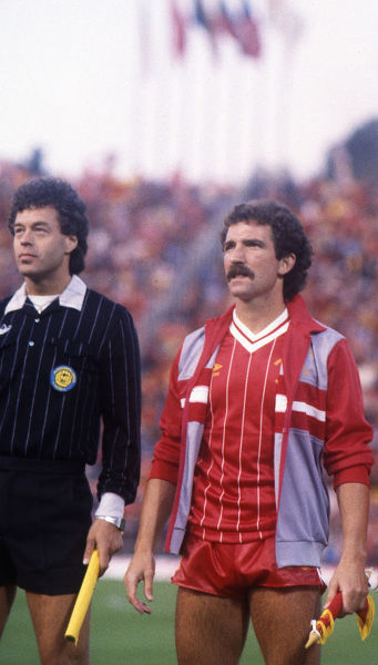 Football - 1984 European Cup Final - Liverpool 1* Roma 1 (*won 4-2 on pen a.e.t.)   Liverpool captain Graeme Souness and goalkeeper Bruce Grobbelaar before kick-off, at the Stadio Olimpico, Rome. Linesman either Hans Harrysson or Hakan Lundgren