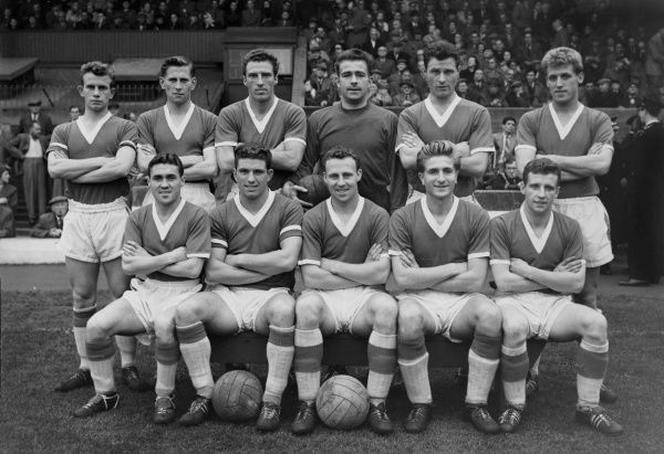Football - 1958 / 1959 First Division - Blackpool 1 Everton 1 The Everton team group before the game at Bloomfield Road on 25/10/58. Back (left to right): J. King, E. Thomas, J. Harris, Albert Dunlop, John Bramwell, B. Harris. Front: Bobby Collins, A