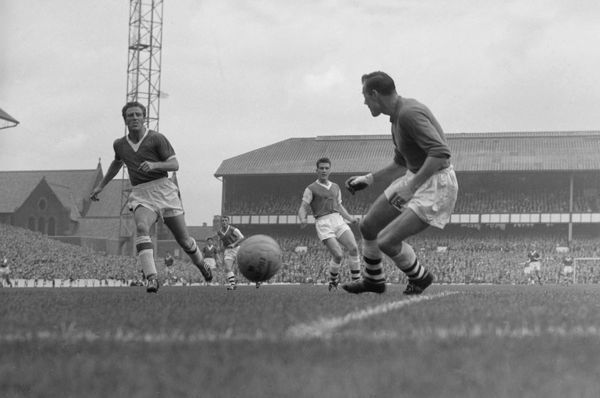 Everton's Jimmy Harris and Arsenal's Jack Kelsey