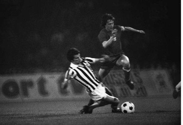 Football - 1973 European Cup Final - Ajax 1 Juventus Juventus' Fabio Capello slides in to tackle Ajax's Johan Cruyff in the Stadion Crvena Zvezda, Belgrade, Yugoslavia