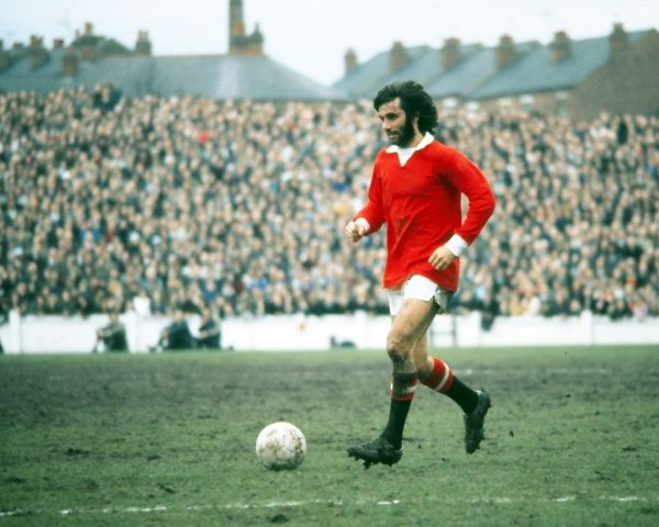 Football - 1971 / 1972 First Division - Coventry City 2 Manchester United 3 United's George Best on the ball at Highfield Road