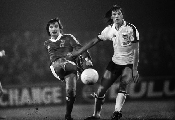 George Best - playing in an Ipswich shirt. Glenn Hoddle - England Ipswich Town v England X1. Bobby Robson Testimonial match.  13/11/1979 Credit : Colorsport / Andrew Cowie