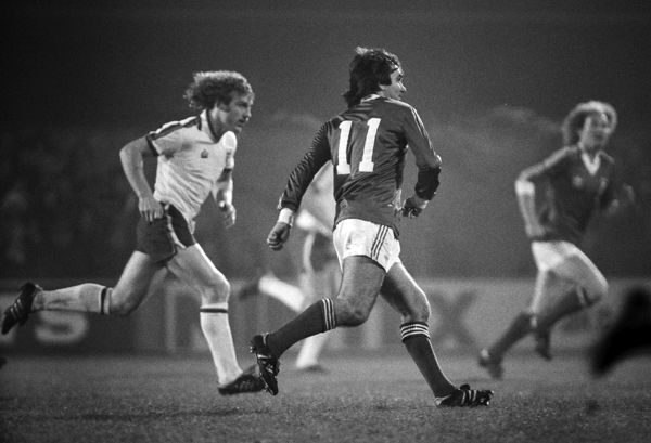 George Best playing for Ipswich No.11 Best is pursued by England's Kevin Beattie Ipswich Town v England X1 Bobby Robson Testimonial match.  13/11/1979  Credit Colorsport /Andrew Cowie
