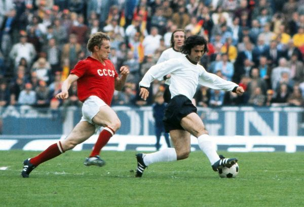 Gerd Muller on the ball in the final of Euro 72