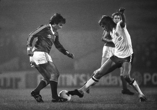 George Best - playing in an Ipswich shirt. Glenn Hoddle - England Ipswich Town v England X1. Bobby Robson Testimonial match.  13/11/1979  Credit Colorsport/Andrew Cowie