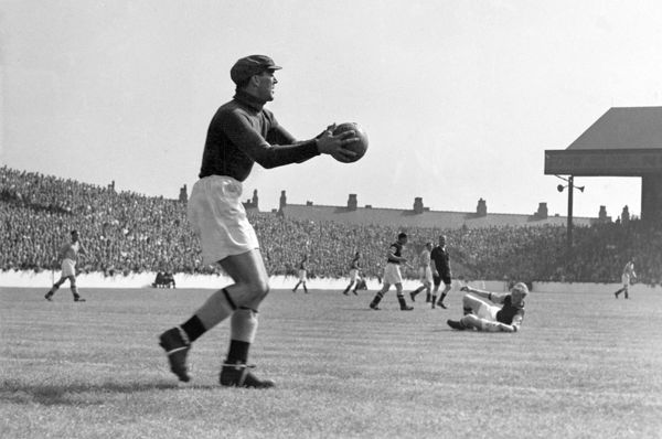 Football - English First Division - Manchester city v Aston Villa Goalkeeper Frank Swift of Manchester City