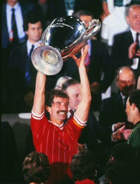 Liverpool captain Graeme Souness lifts the European Cup trophy. Liverpool 1 Roma 1 (liv. won 4-2 on penalties a.e.t.) 1982 European Cup Final, Olympic Stadium, Rome 30/05/1984  Credit: Colorsport / Andrew Cowie