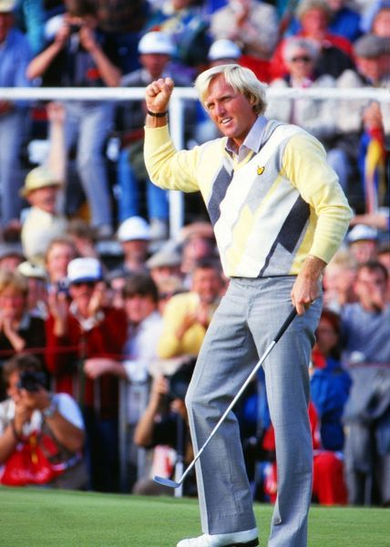 Greg Norman (AUS) celebrates his final putt to win the British Open. British Open Golf Championships 1986 @ Turnberry. Credit : Colorsport