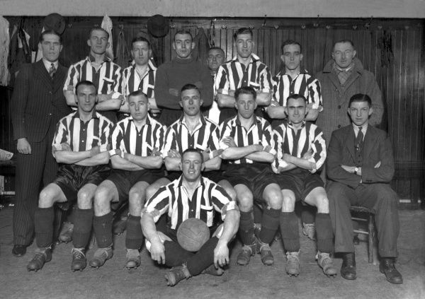 Football - 1938 / 1939 season - Grimsby Town Team Group Back (left to right): H. Shaw, Betmead, Vincent, Tweedy, M. Atherton (Trainer), Hodgson, Buck, Charles 'Charlie' William Spencer (Manager). Front: Boyd, Beattie, Howe, T. W. Jones, Lewis, Crack