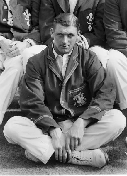 Cricket - 1914 County Championship - Warwickshire beat Surrey by 80 runs Surrey's Bill Hitch. He played 7 tests for England 1912 between 1921. 27/08/1914
