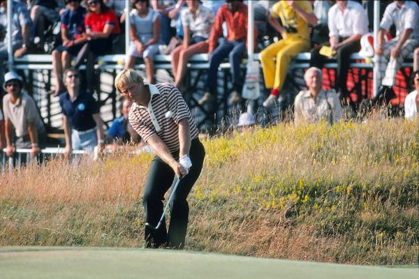 Golf - The Open Championship Jack Nicklaus (USA) chips.  British Open Golf Championships 1977 @ Turnberry  07/07/1977 Credit : Colorsport