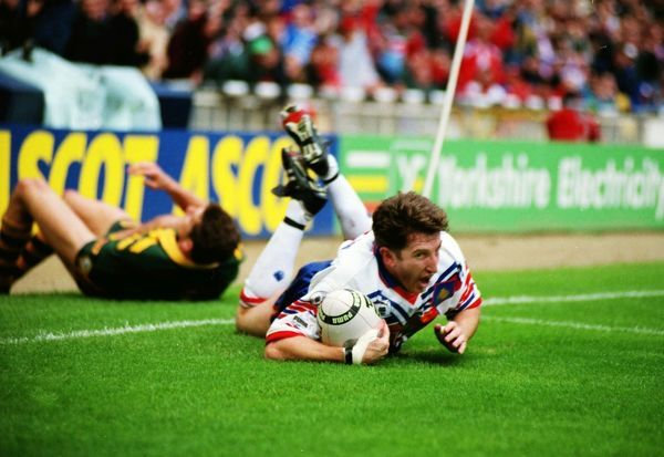 RUGBY LEAGUE Jonathan Davies scores a brilliant try. Great Britain 8 Australia 4