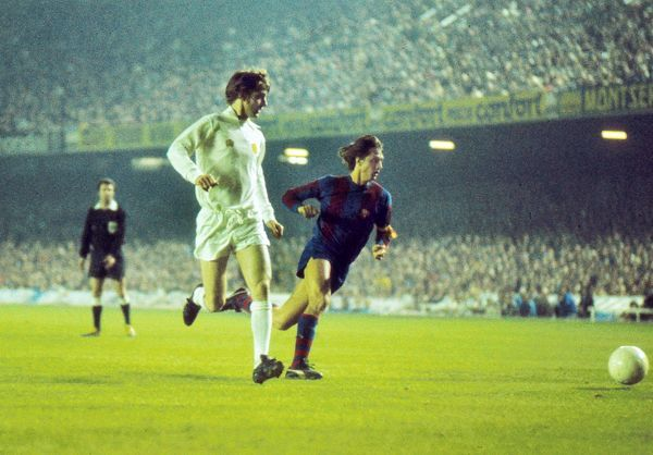 Football - 1974 / 1975 European Cup: Semi-Final, Second Leg: Barcelona 1 (2) Leeds United 1 (3) Leeds United's Allan Clarke and Barcelona's Johan Cruyff at the Nou Camp