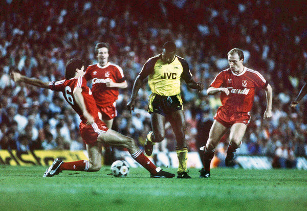 Football - 1988 / 1989 First Division - Liverpool 0 Arsenal 2     David Rocastle (Arsenal) evades the challenges of Alan Hansen and Steve Mahon, at Anfield.     26/05/1989