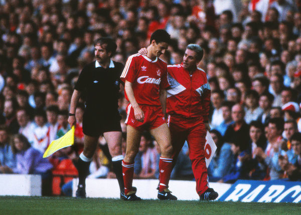 Football - 1988 / 1989 Liverpool v Arsenal. 26/05/1989     Ian Rush of Liverpool leaves the field with coach Roy Evans at Anfield.     Credit : Colorsport / Andrew Cowie