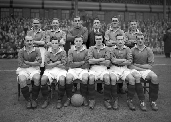 Football - 1946 / 1947 First Division - Aston Villa 0 Manchester United 0 The Manchester United Team Group before the game at Villa Park. Back (left to right): John (Jack) Warner (captain), John Walton, Cliff Collinson, Johnny Hanlon, William McGlen