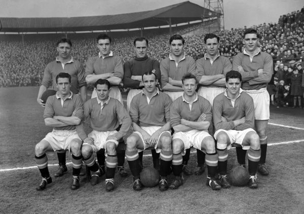 Football - 1953 / 1954 First Division - Bolton Wanderers 0 Manchester United 0 The Manchester United team group before the game at Burnden Park on 12/9/53. Back (left to right): Roger Byrne, Bill Foulkes, Jack Crompton, Jackie Blanchflower, Jack Rowley