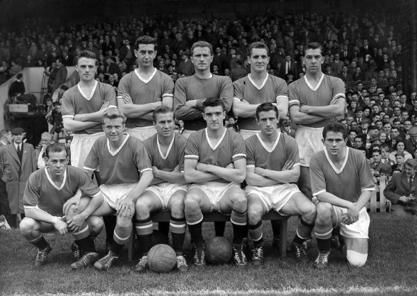 Football - 1958 / 1959 First Division - Manchester United 1 Arsenal 1 The Manchester United team group before the game at Old Trafford on 11/10/58.   Back (left to right): Albert Scanlon, Freddie Goodwin, Harry Gregg, Ian Greaves, Ronald Cope